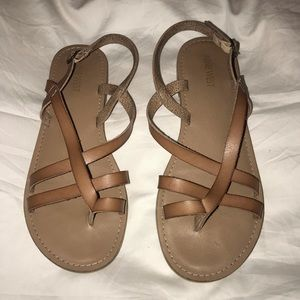 Nine West Strappy Sandals. Size 8.